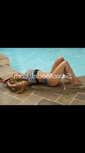 Latoya escorte girl rencontre salope massage érotique à Saint-Saulve
