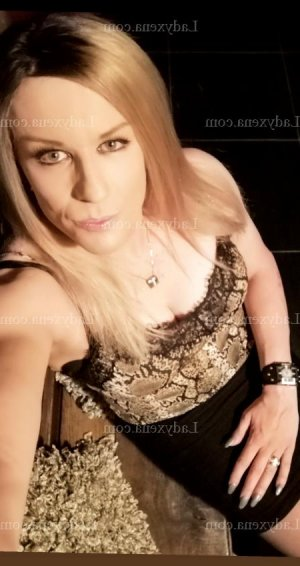 Steacy fille libertine massage érotique escortgirl